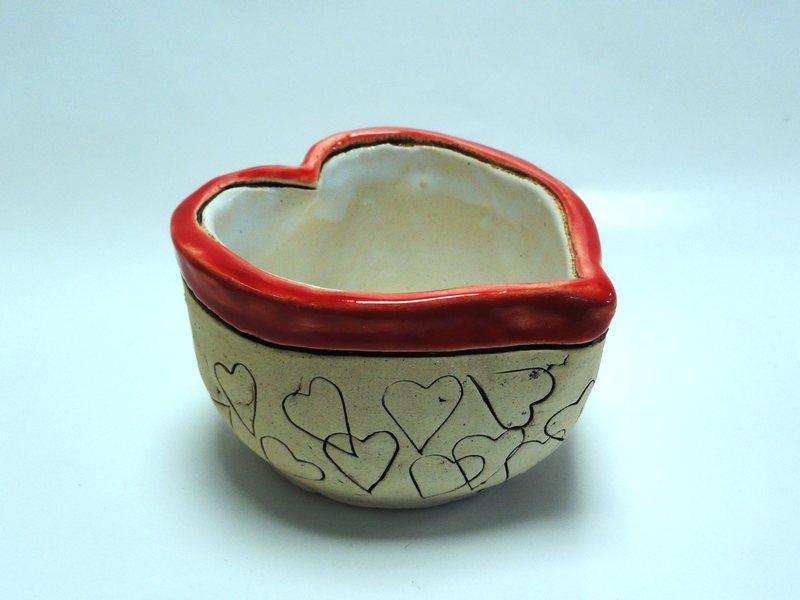 Keramická miska ve tvaru srdce