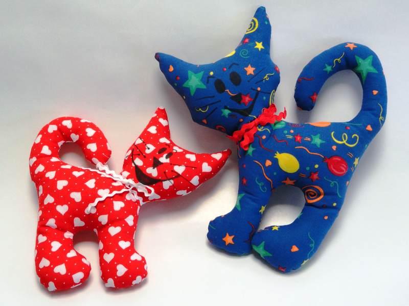 Textilní hračka kočky