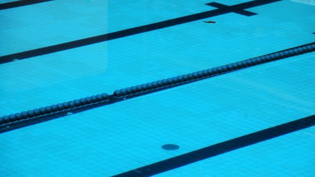 Tradiční plavecké závody pro klienty Modrého klíče