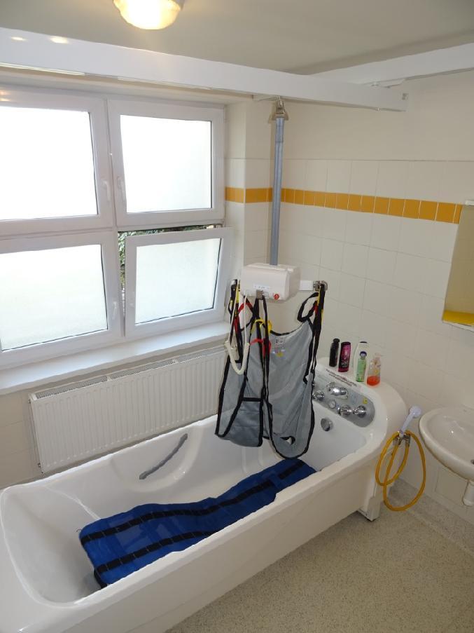 """Projekt """"Stropní zvedák pomůže do vany i na toaletu"""" byl úspěšně realizován"""